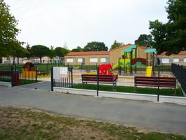 aire de jeux pour enfants de 3 à 12 ans